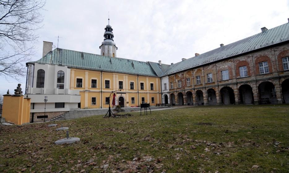 Zespół zamkowo-pałacowy z pozwoleniem na budowę - Międzylesie_3